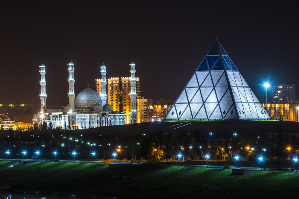 Impressive buildings of Astana: Walking Tour